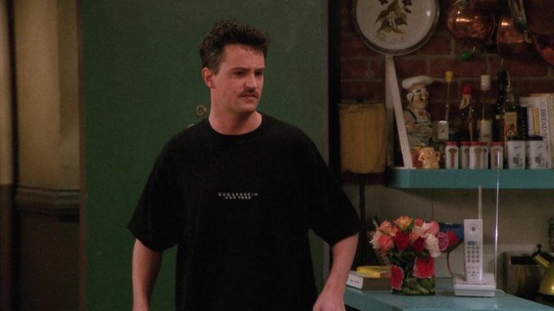 """Solomon R. Guggenheim Museum T-Shirt Worn by Matthew Perry (Chandler Bing) in Friends Season 2 Episode 20 """"The One Where Old Yeller Dies"""" (1996) TV Show Product Placement"""