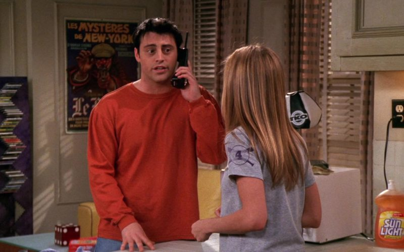 Sunlight Dishwashing Liquid in Friends Season 6 Episode 18