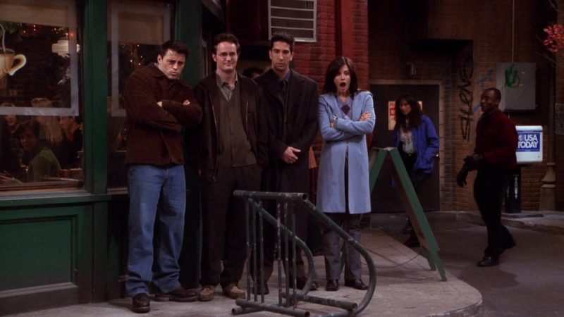 """USA Today Newspapers in Friends Season 7 Episode 9 """"The One with All the Candy"""" (2000) - TV Show Product Placement"""