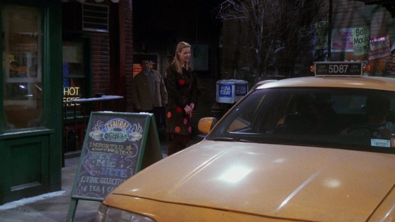 """USA Today in Friends Season 7 Episode 11 """"The One with All the Cheesecakes"""" (2001) - TV Show Product Placement"""