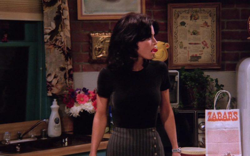 Zabar's Store Paper Bag in Friends Season 1 Episode 17 (2)