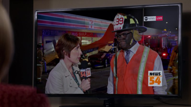 """7-Eleven Store and ABC News TV Channel in Veep - Season 7, Episode 4, """"South Carolina"""" (2019) - TV Show Product Placement"""
