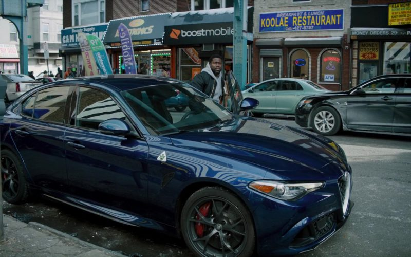 Alfa Romeo Blue Car Driven by Kevin Hart in The Upside (1)