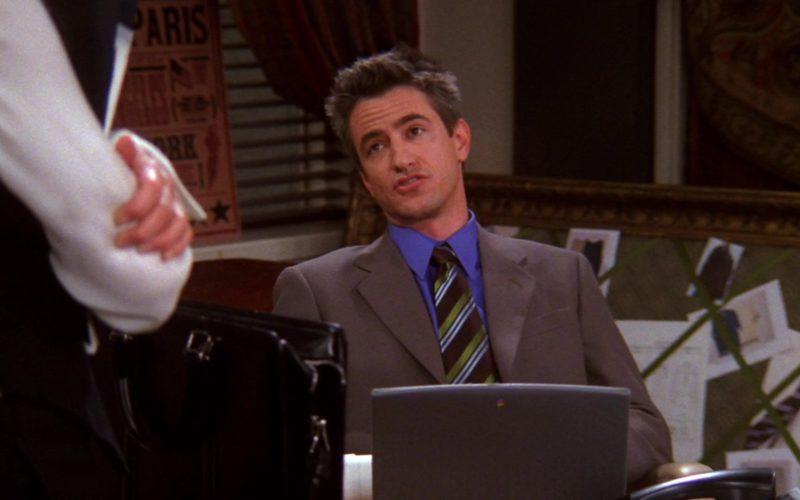 Apple Laptop Used by Dermot Mulroney (Gavin Mitchell) in Friends Season 9 Episode 12 (3)