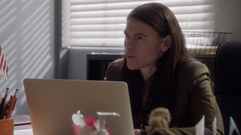Apple MacBook Laptop in Veep - Season 7, Episode 5, Super Tuesday (2019) - TV Show Product Placement