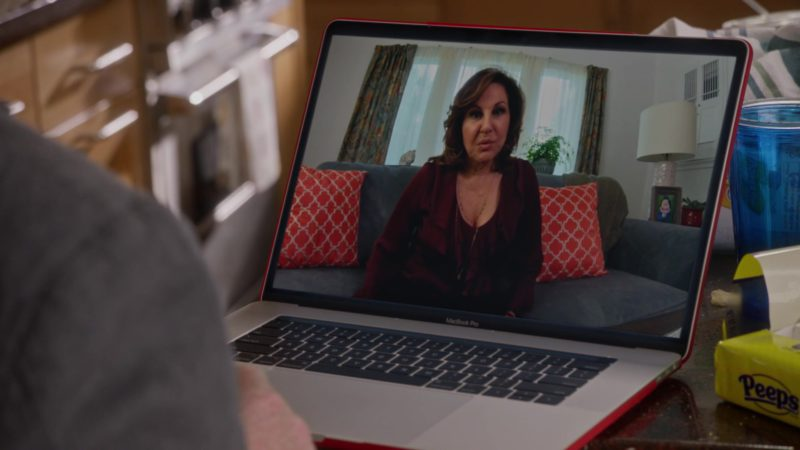 Apple MacBook Pro Laptops in Veep – Season 7 Episode 3, Pledge (2019) TV Show Product Placement