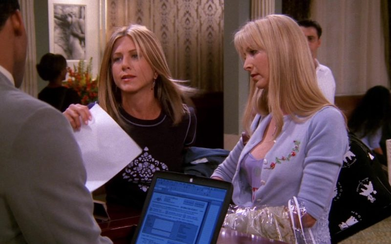 Apple PowerBook Black Notebook in Friends Season 8 Episode 2 (1)