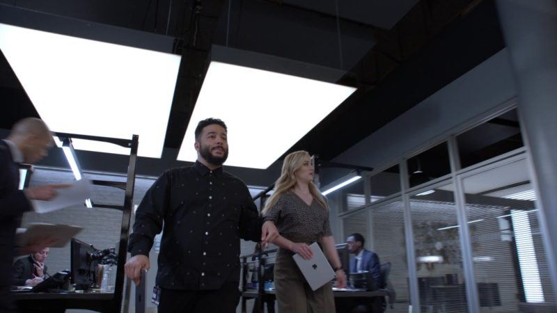 """Apple iPad Tablets in Blindspot – Season 4, Episode 19, """"Everybody Hates Kathy"""" (2019) - TV Show Product Placement"""