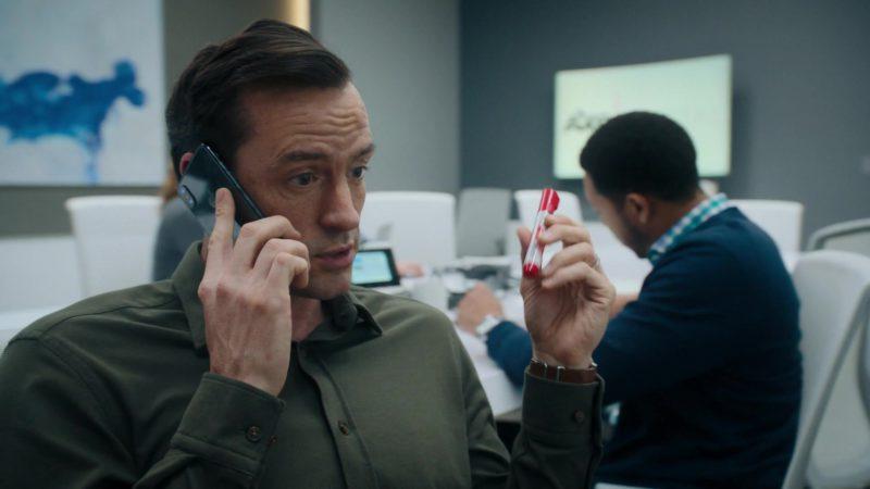 Apple iPhone Mobile Phone in Billions – Season 4 Episode 5, A Proper Sendoff (2019) TV Show Product Placement