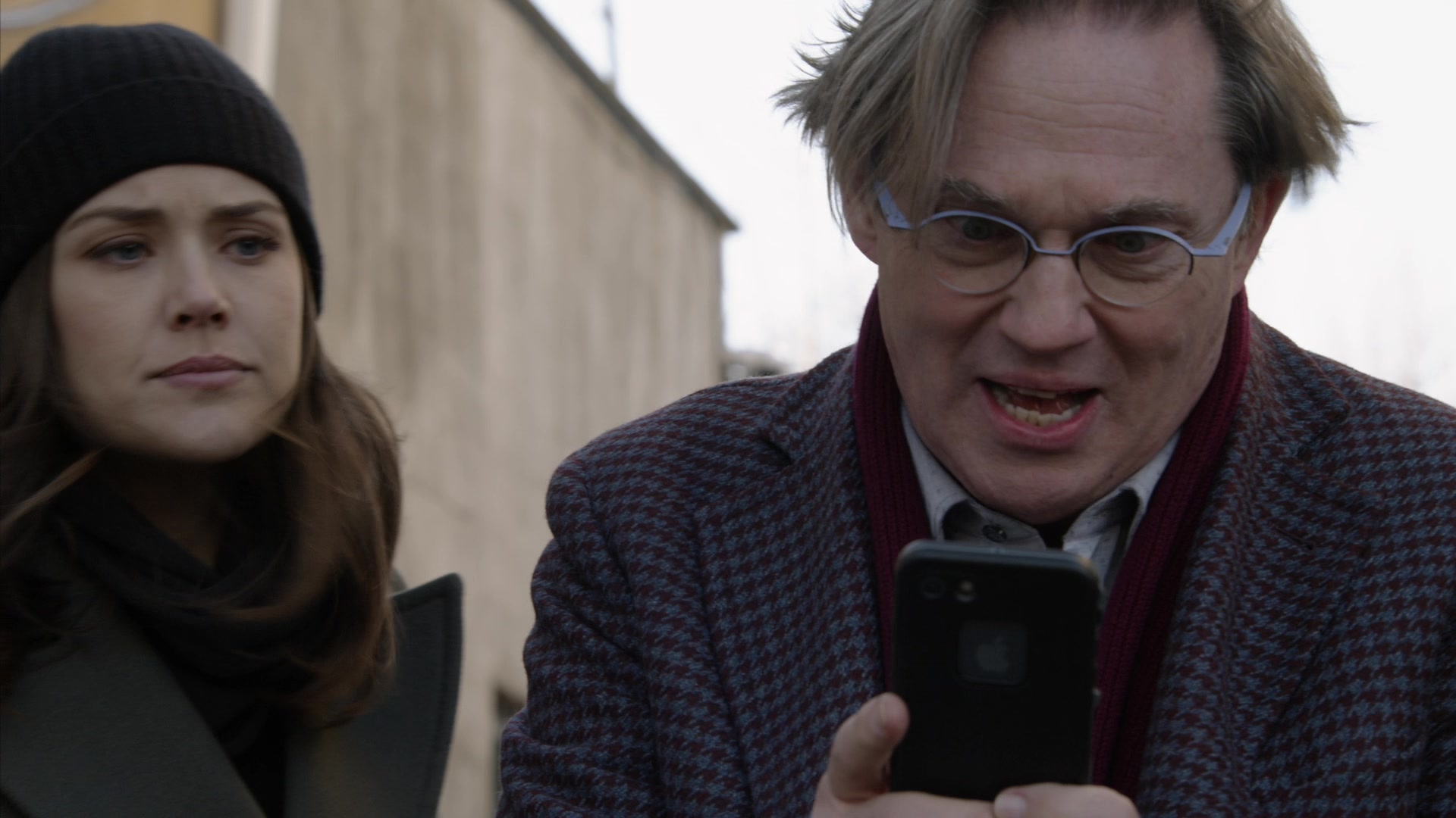 Apple iPhone Smartphone in The Blacklist - Season 6, Episode 17, The