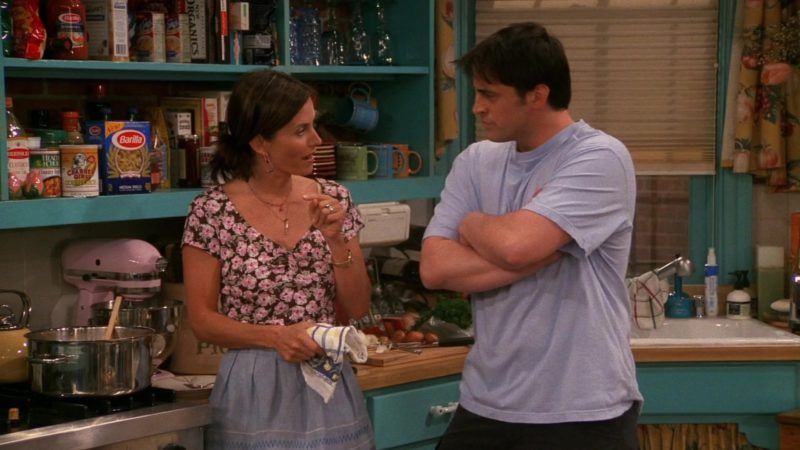 "Barilla Classic Blue Box's Medium Shells Pasta in Friends Season 8 Episode 21 ""The One With the Cooking Class"" (2002) TV Show Product Placement"
