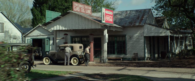 Coca-Cola Sign in The Highwaymen (2019) - Movie Product Placement
