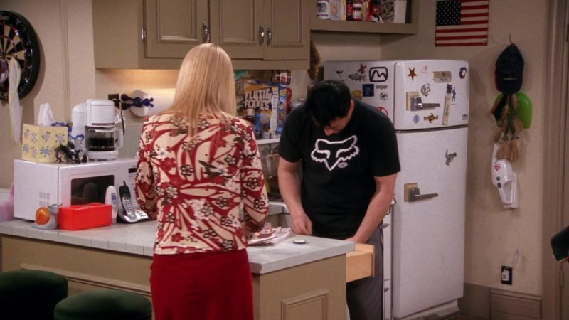 """Fox Racing Black T-Shirt Worn by Matt LeBlanc (Joey Tribbiani) in Friends Season 9 Episode 14 """"The One With the Blind Dates"""" (2003) - TV Show Product Placement"""