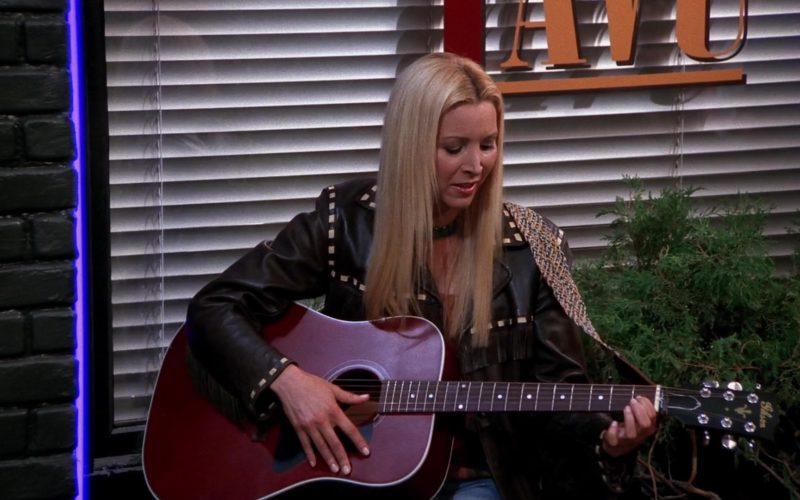 Gibson Guitar Played by Lisa Kudrow (Phoebe Buffay) in Friends Season 9 Episode 19 (1)