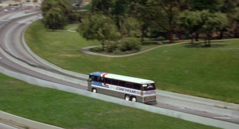 Greyhound Bus in Garfield (2004) - Movie Product Placement