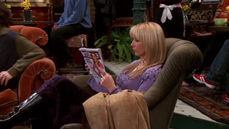 """InStyle Magazine Held by Lisa Kudrow (Phoebe Buffay) in Friends Season 8 Episode 16 """"The One Where Joey Tells Rachel"""" (2002) - TV Show Product Placement"""