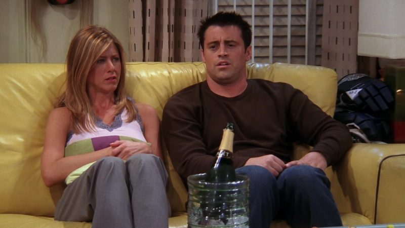 "Moët & Chandon Champagne in Friends Season 10 Episode 3 ""The One with Ross's Tan"" (2003) - TV Show Product Placement"