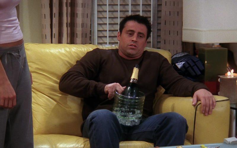 Moët & Chandon Champagne in Friends Season 10 Episode 3 (5)