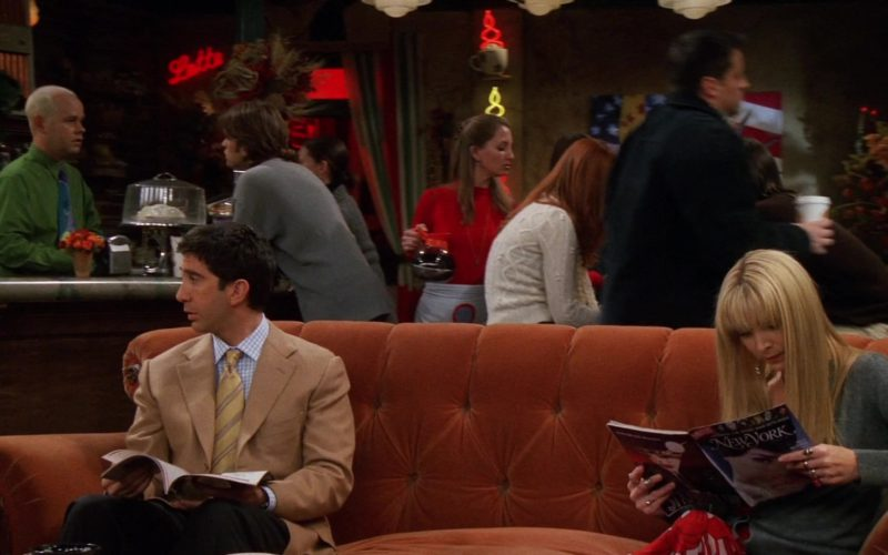 New York Magazine Held by Lisa Kudrow (Phoebe Buffay) in Friends Season 8 (1)