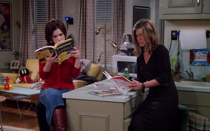 Pregnancy for Dummies Book Held by Marla Sokoloff (Dina Tribbiani) in Friends Season 8 (1)