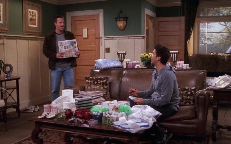 USA Today Newspaper Held by Matthew Perry (Chandler Bing) in Friends Season 9