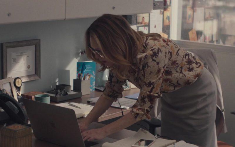 Apple MacBook Laptop Used by Julianne Moore in Gloria Bell (1)