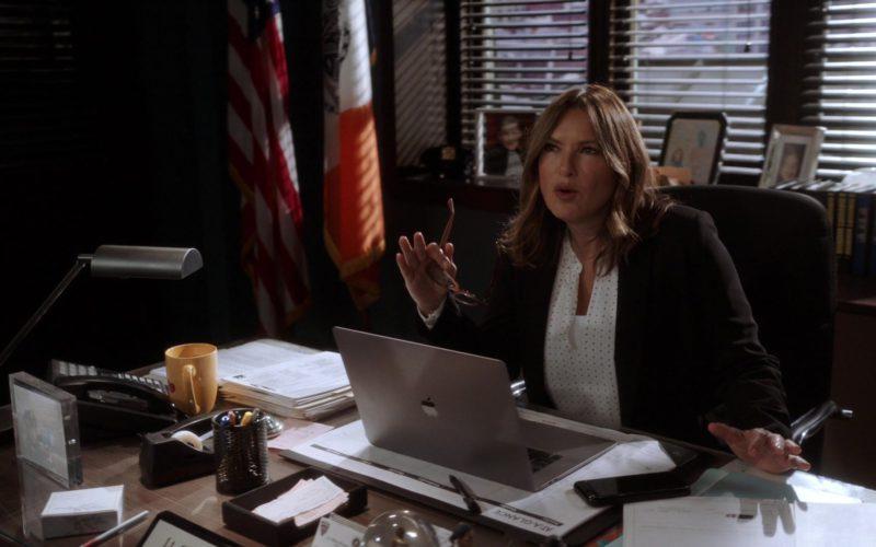 Apple MacBook Laptop Used by Mariska Hargitay in Law & Order Special Victims Unit (1)