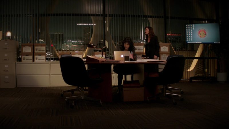 Apple MacBook Laptop Used by Robin Tunney & Merrin Dungey in The Fix – Season 1, Episode 9, Jeopardy! (2019) TV Show Product Placement