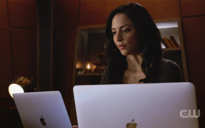 Apple MacBook Laptop Used by Tala Ashe in DC's Legends Of Tomorrow (2)