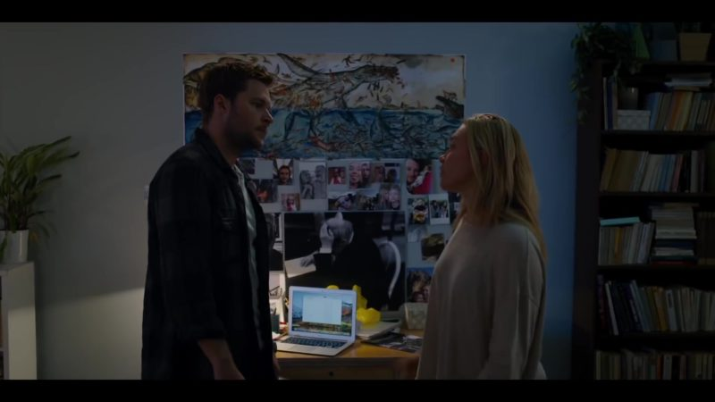 Apple MacBook Laptop in Midsommar (2019) Movie Product Placement