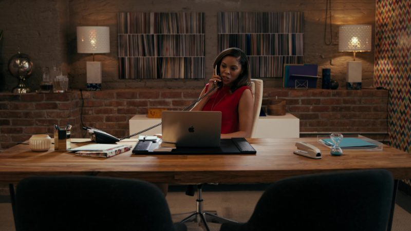 Apple MacBook Laptop in She's Gotta Have It - Season 2, Episode 3, #LuvStings (2019) - TV Show Product Placement
