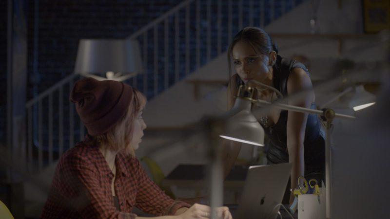 Apple MacBook Laptops in Lucifer - Season 4, Episode 5, Expire Erect (2019) - TV Show Product Placement