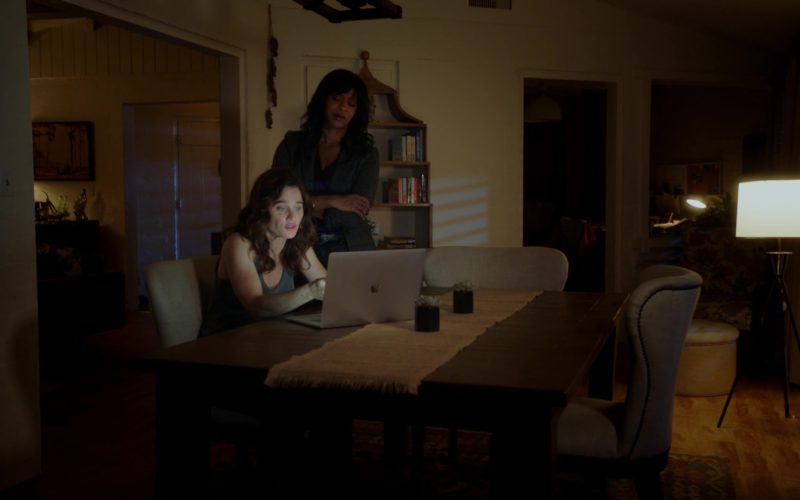 Apple MacBook Pro Laptop Used by Robin Tunney in The Fix (5)