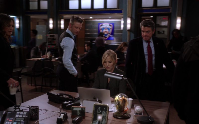 Apple MacBook Pro Laptop in Law & Order Special Victims Unit (1)