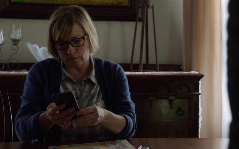 Apple iPhone Smartphone in Chicago Fire (1)