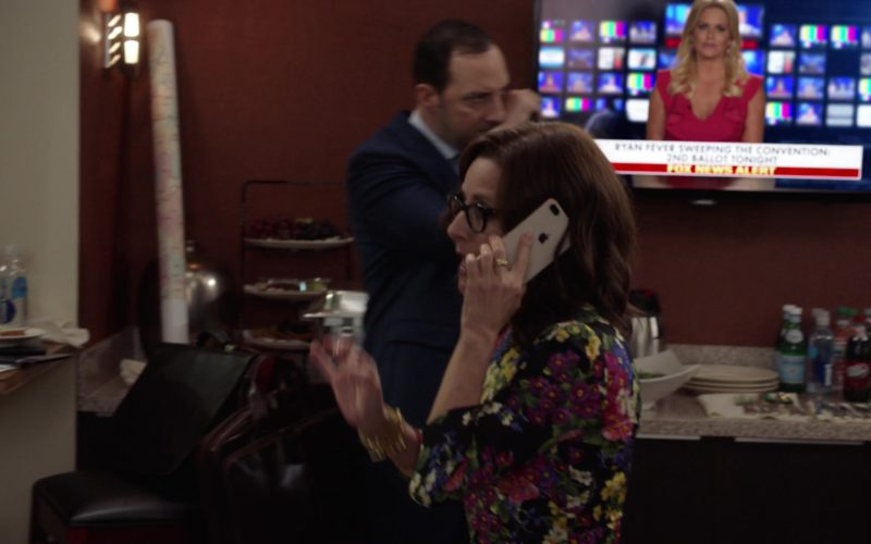 Apple iPhone Used by Julia Louis-Dreyfus in Veep (2)