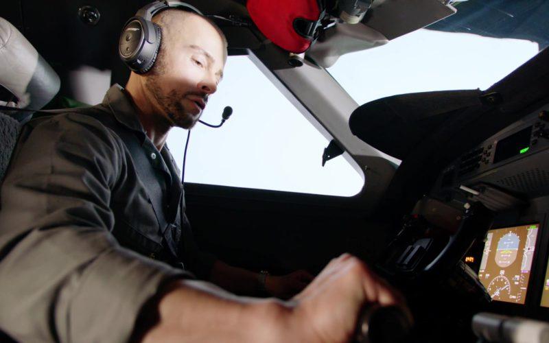 Bose Aviation Headset in Hawaii Five-0 (1)