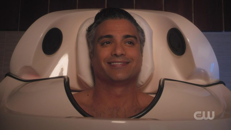 Cocoon Fitness Pod Used by Jaime Camil in Jane the Virgin - Season 5, Episode 8, Chapter Eighty-Nine (2019) TV Show Product Placement