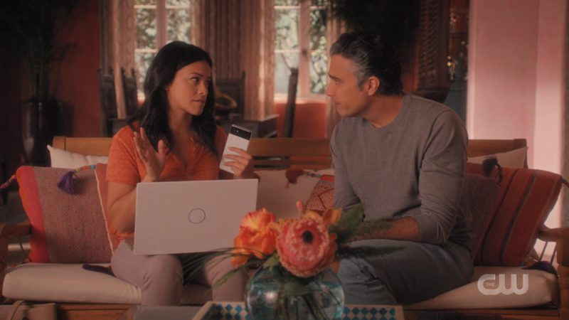 Google Pixel Android Smartphone Used by Gina Rodriguez in Jane the Virgin - Season 5, Episode 8, Chapter Eighty-Nine (2019) - TV Show Product Placement