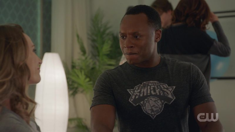 Knick New York T-Shirt Worn by Malcolm Goodwin in iZombie - Season 5, Episode 3, Five, Six, Seven, Ate! (2019) - TV Show Product Placement