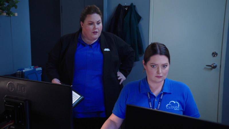 LG Monitors in Superstore - Season 4, Episode 20, Cloud9Fail (2019) TV Show Product Placement