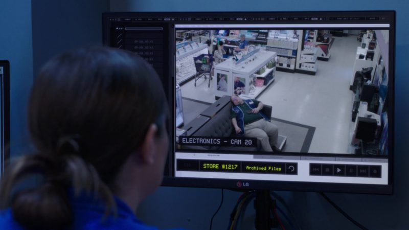 LG Monitors in Superstore - Season 4, Episode 20, Cloud9Fail (2019) - TV Show Product Placement