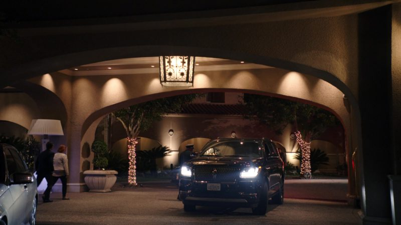 Lincoln SUV in Sneaky Pete - Season 3, Episode 5 (2019) - TV Show Product Placement