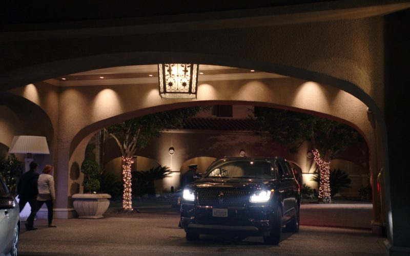 Lincoln SUV in Sneaky Pete (1)