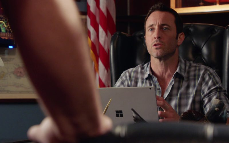 Microsoft Surface Used by Alex O'Loughlin in Hawaii Five-0 (3)