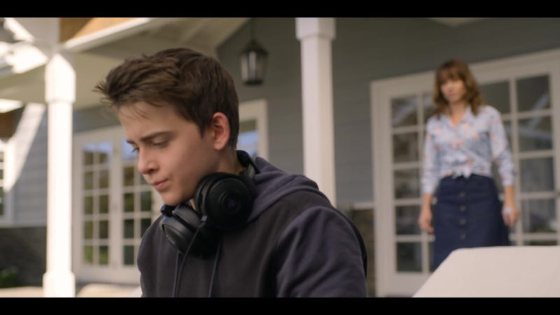 Razer Gaming Headphones Used by Sam McCarthy in Dead to Me - Season 1, Episode 2 (2019) TV Show Product Placement