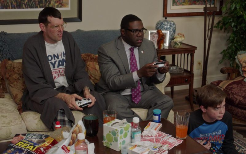 Xbox Console Controllers & Frito-Lay Chips in Veep (1)