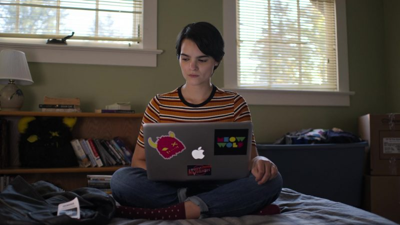 "Apple MacBook Laptop Used by Brianna Hildebrand in Trinkets - Season 1, Episode 2, ""Paper Tiger"" (2019) TV Show Product Placement"