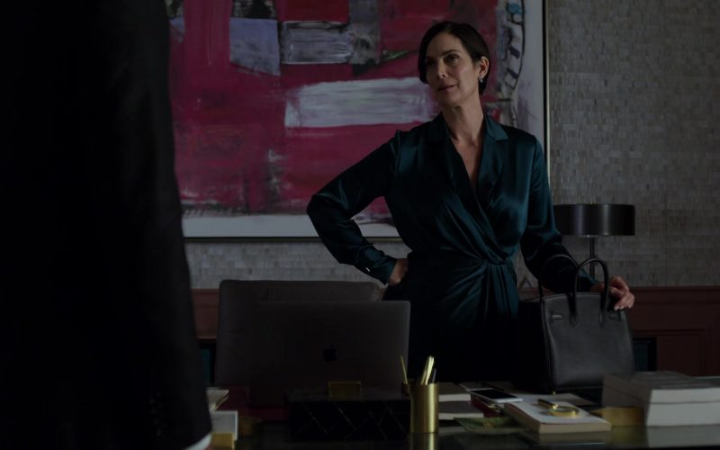 Apple MacBook Laptop Used by Carrie-Anne Moss in Jessica Jones (1)
