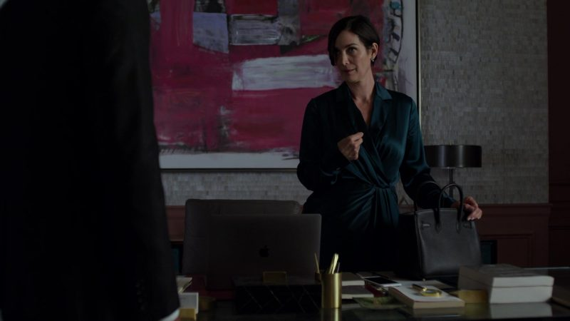 "Apple MacBook Laptop Used by Carrie-Anne Moss in Jessica Jones - Season 3, Episode 4, ""A.K.A Customer Service is Standing By"" (2019) - TV Show Product Placement"